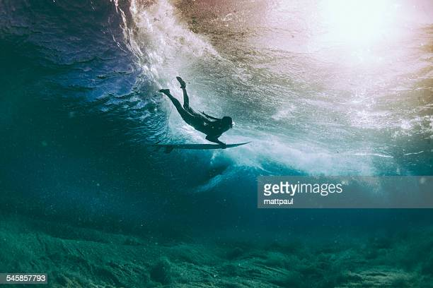 surfer duck diving under a wave, hawaii, america, usa - surf ストックフォトと画像