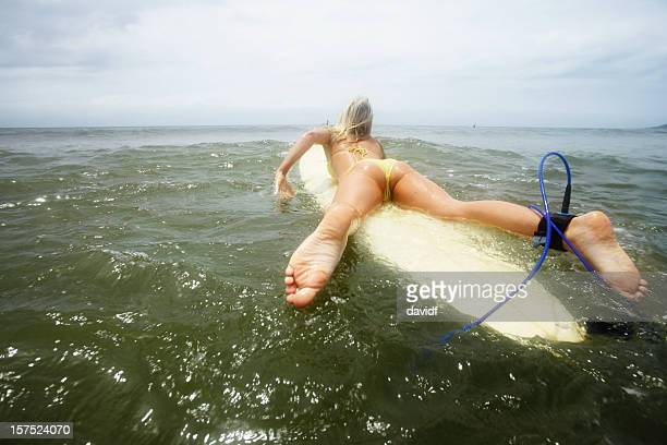 surfer girl - bare bum stock pictures, royalty-free photos & images