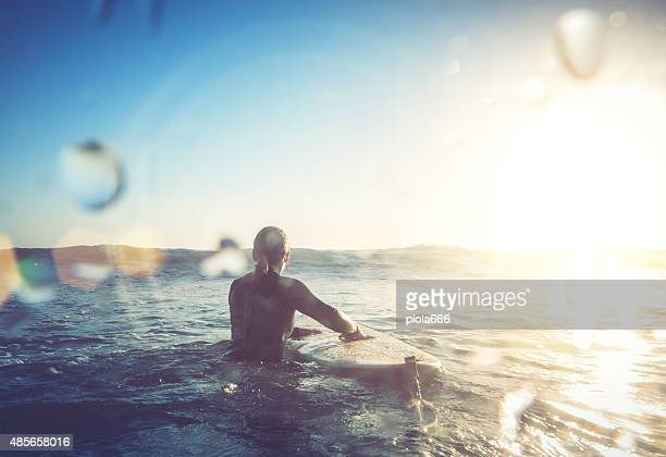 Surfer Mädchen in Aktion