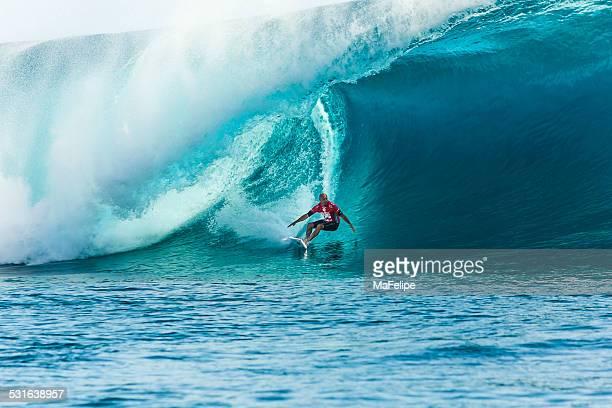 surfer kelly slater surfen 2014 altwasser pro tahiti - laborschlauch stock-fotos und bilder