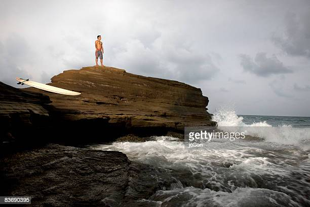 surfer looking out at ocean , hawaii - media_in_honolulu,_hawaii stock pictures, royalty-free photos & images
