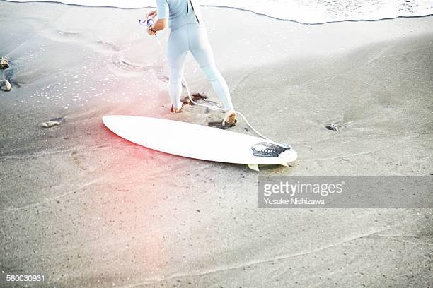 surferer warming up - yusuke nishizawa stock-fotos und bilder