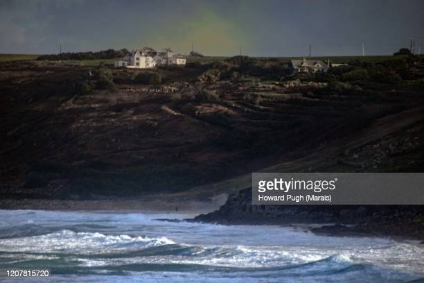 surfers' cove - howard pugh stock pictures, royalty-free photos & images