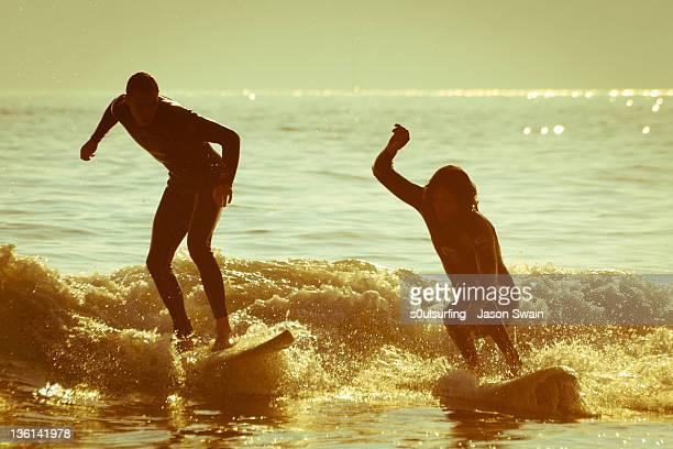 surfers having fun on beach - s0ulsurfing stockfoto's en -beelden
