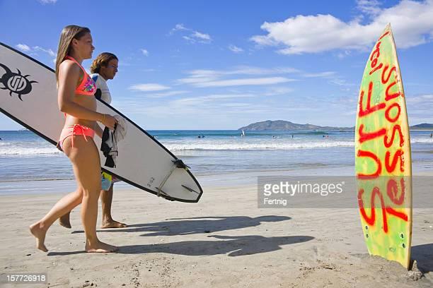サーファーのビーチで、タマリンド、コスタリカのグアナカステ、