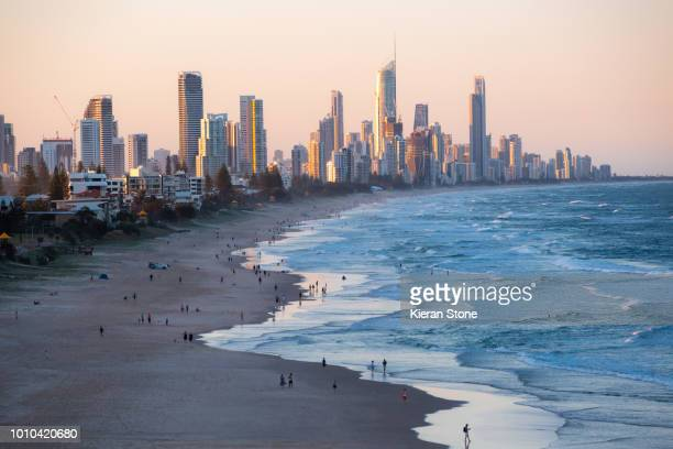surfers paradise on the gold coast - queensland stock-fotos und bilder