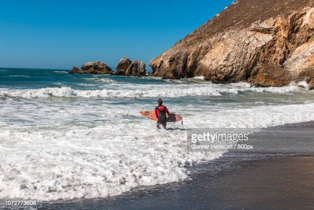 surfin' pacifica - gunnar helliesen stock pictures, royalty-free photos & images