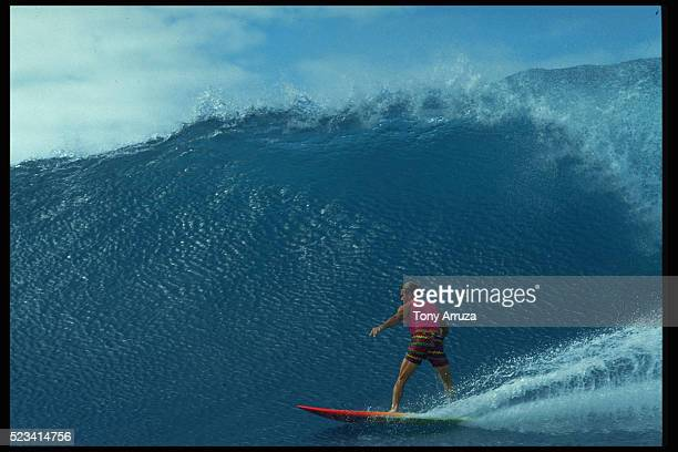 surfing at bottom of tres palmas - três pessoas stock pictures, royalty-free photos & images
