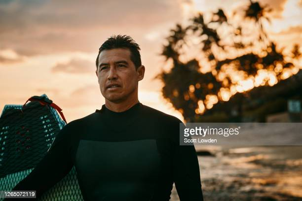 surfing at cromwell's beach hawaii - pacific islanders stock pictures, royalty-free photos & images