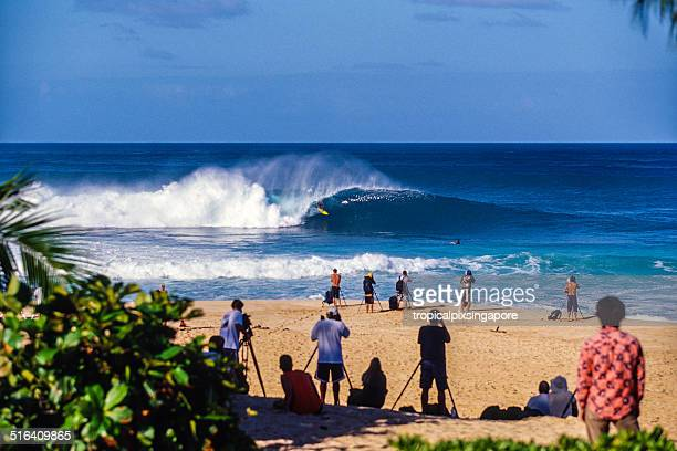 surfing at pipeline - banzai pipeline stock photos and pictures