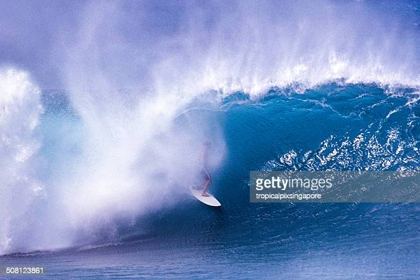surfing at the banzai pipeline - waimea bay stock pictures, royalty-free photos & images