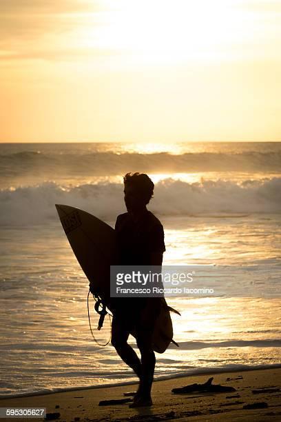 surfing costa rica - iacomino costa rica foto e immagini stock