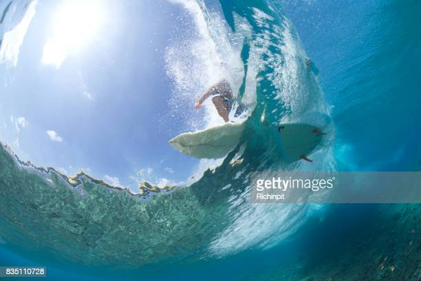 surfing crystal water - gold coast stock pictures, royalty-free photos & images