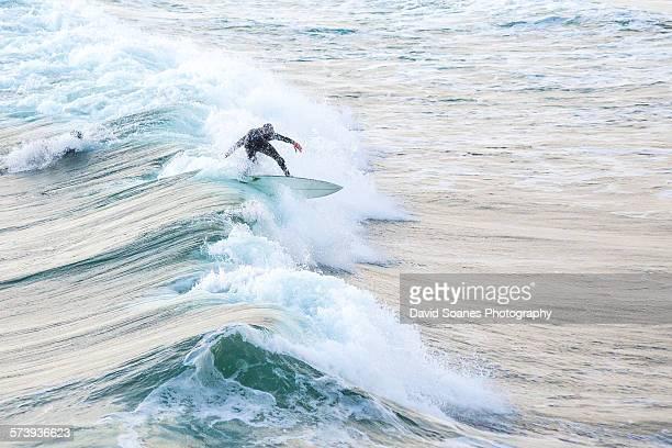 surfing in bundoran, county donegal, ireland - contea di donegal foto e immagini stock