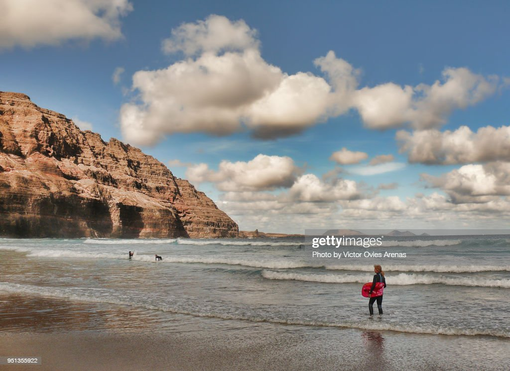 Surfing in Orzola, Lanzarote, Canary Islands, Spain : Foto de stock