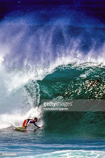 surfing on the north shore - waimea bay stock pictures, royalty-free photos & images