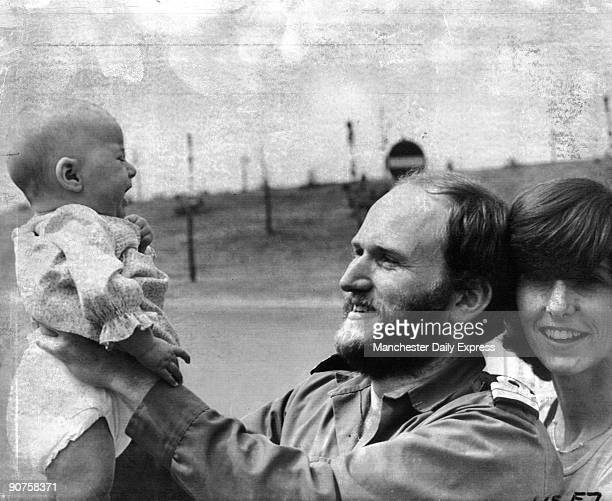 Surgeon Lt Gordon Brooks with wife Christine and 3monthold daughter Helen Britain went to war with Argentina over the Falkland Islands in 1982 The...