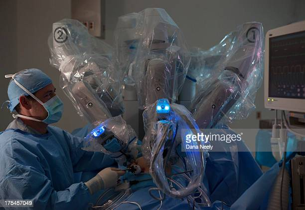 surgeon performing robotic surgery. - da vinci robot stock pictures, royalty-free photos & images