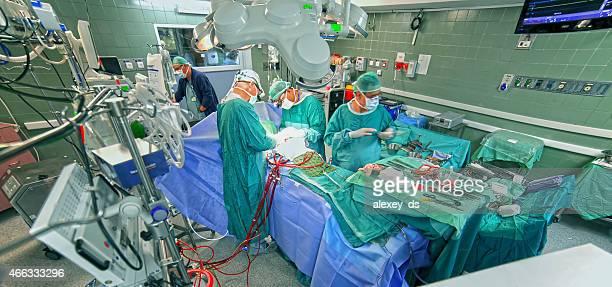 chirurgen in operationssaal - bloody heart stock-fotos und bilder