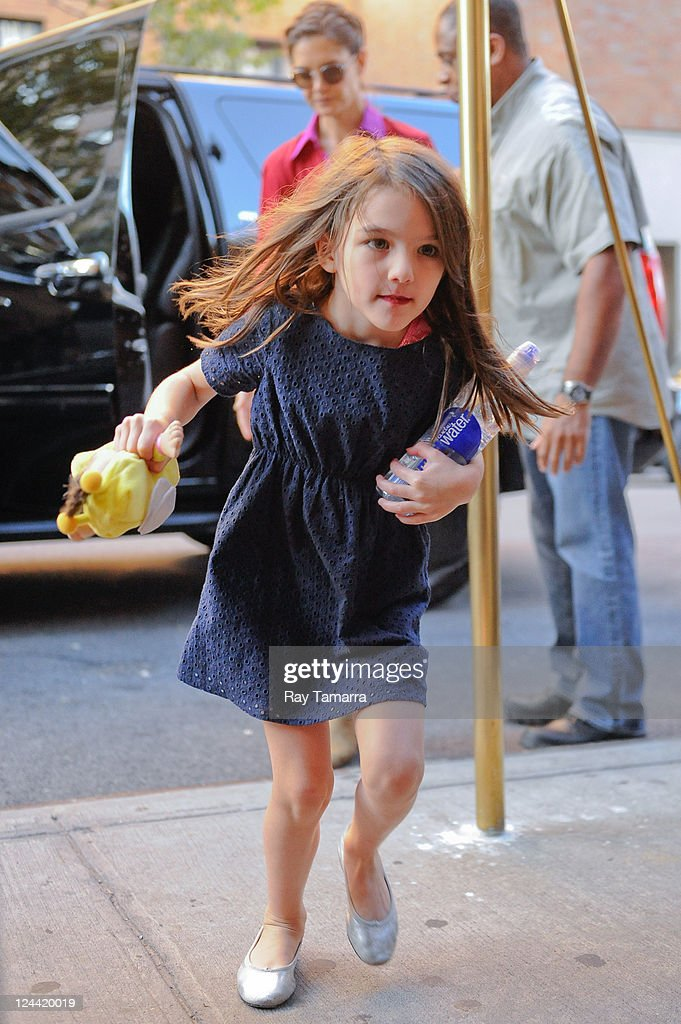 Suri Cruise enters her Greenwich Village apartment on September 9, 2011 in New York City.