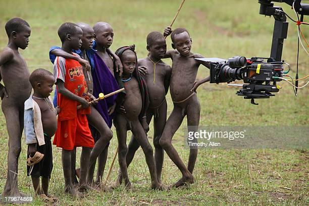 suri tribal boys filmed smiling into the camera - jungen stock-fotos und bilder