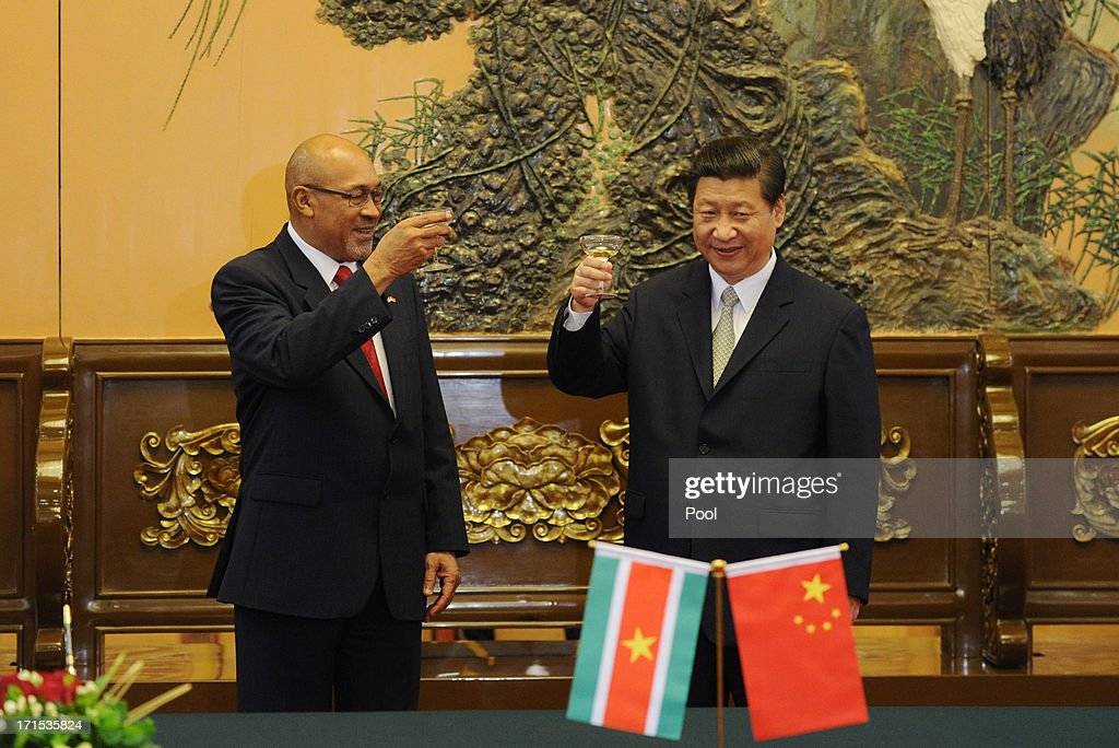 Suriname President Desi Bouterse and Chinese President Xi Jinping (R) toast during a signing ceremony at the Great Hall of the People on Jun 26, 2013 in Beijing, China. Desi Bouterse is on a visit to China from Jun 24.