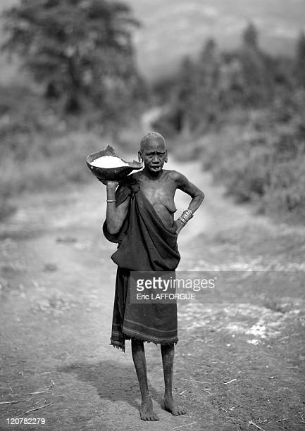 Surma woman with a stretched lip in Turgit village, Omo valley, Ethiopia on July 04, 2010 - Surma or Suri are sedentary pastoral people living in...