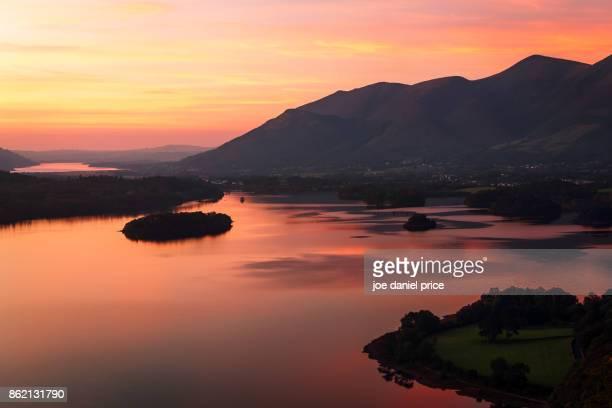 surprise view, lake district, cumbria, england - derwent water - fotografias e filmes do acervo
