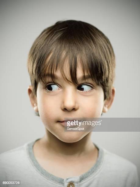 desviar o olhar surpreso filho - surprise face kid - fotografias e filmes do acervo