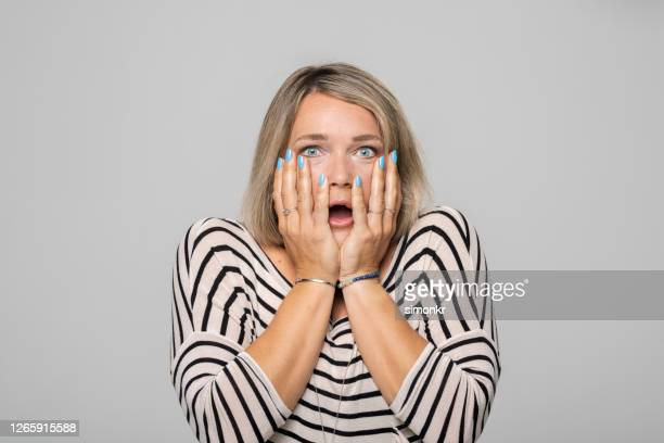 surprised mature woman - donne di età media foto e immagini stock