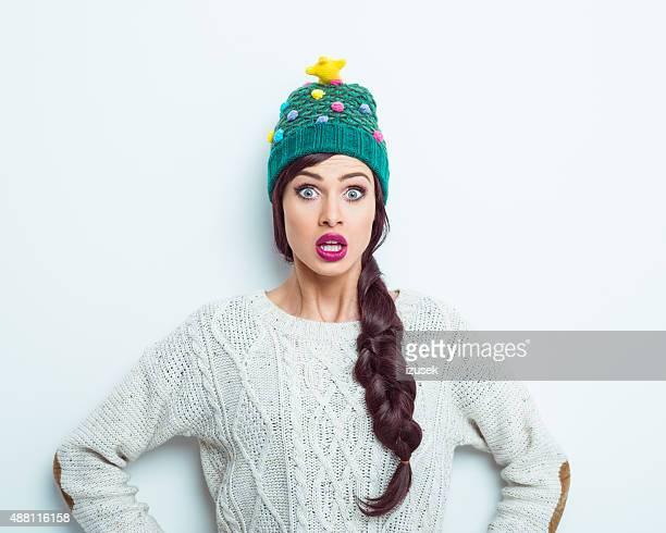 Sorpresa donna in abbigliamento invernale