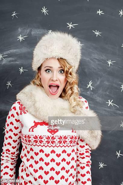 Negocio mujer sorprendida en invierno, el uso de pieles tapa y chal