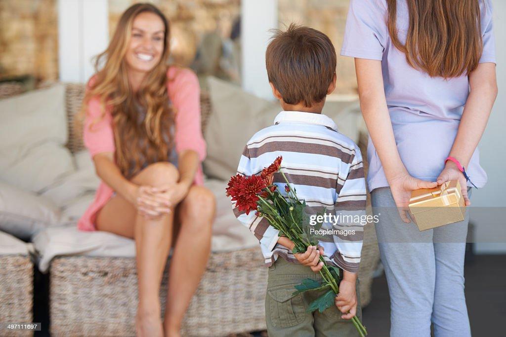 Überraschungen für Mama : Stock-Foto
