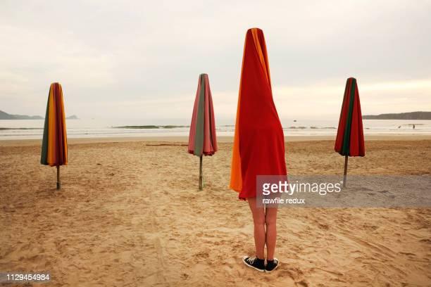 surreal beach scene - 奇妙 ストックフォトと画像