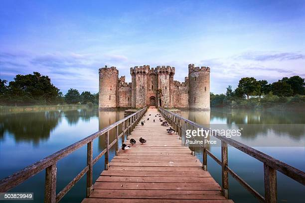 CONTENT] Surrounded by a moat built in 1385