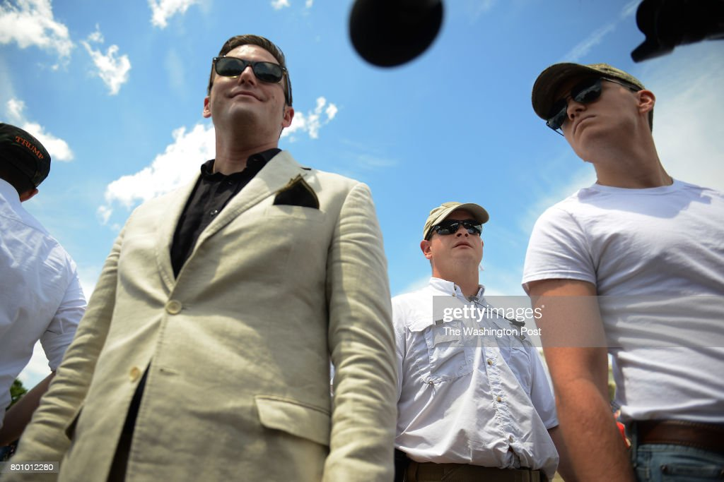 WASHINGTON, DC - JUNE 22: Surrounded by his bodyguards, Alt-Rig : News Photo