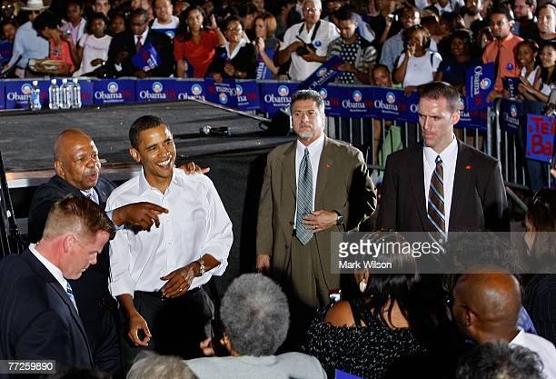 Surrounded by members of the Secret Service Rep Elijah Cummings points to the crowd alongside presidential hopeful Sen Barack Obama at Prince...