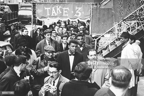 Surrounded fans and journalists American boxer Muhammad Ali arrives at the Bitter End Club where he and others were to participate in a poetry...