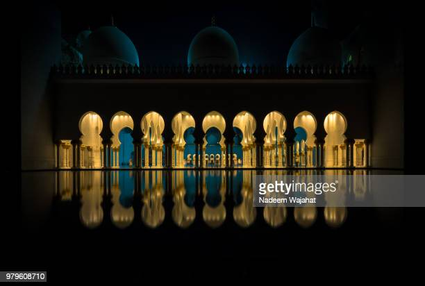 surrounded - sheikh zayed mosque stock pictures, royalty-free photos & images