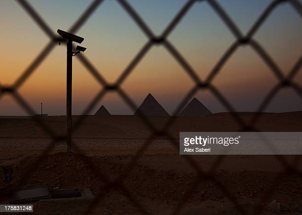 a surveillance camera inside the outer gate to the pyramids of giza. - alex saberi stock pictures, royalty-free photos & images
