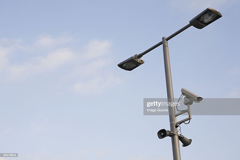 Surveillance camera on a lamppost : Stockfoto