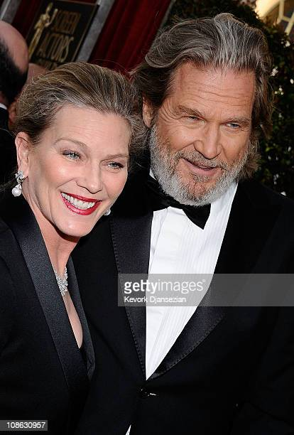 Susan Bridges and husband actor Jeff Bridges arrive at the 17th Annual Screen Actors Guild Awards held at The Shrine Auditorium on January 30 2011 in...