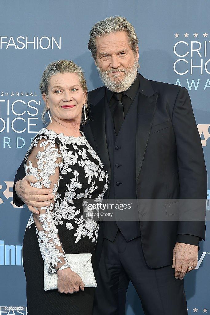 22nd Annual Critics' Choice Awards - Arrivals : Fotografía de noticias