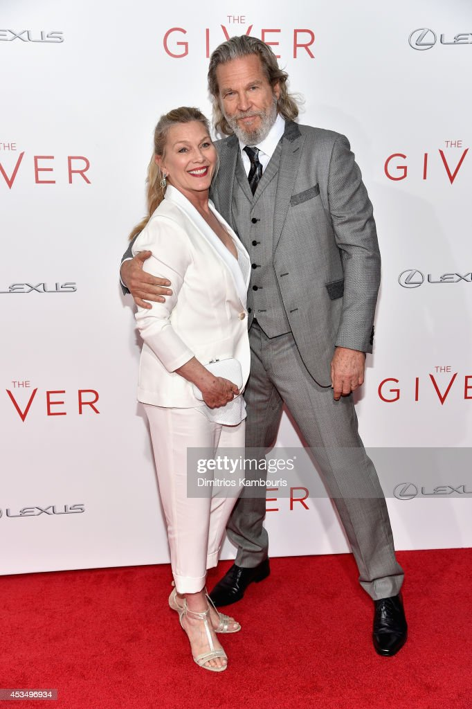 Susan Bridges (L) and Jeff Bridges attend 'The Giver' premiere at Ziegfeld Theater on August 11, 2014 in New York City.