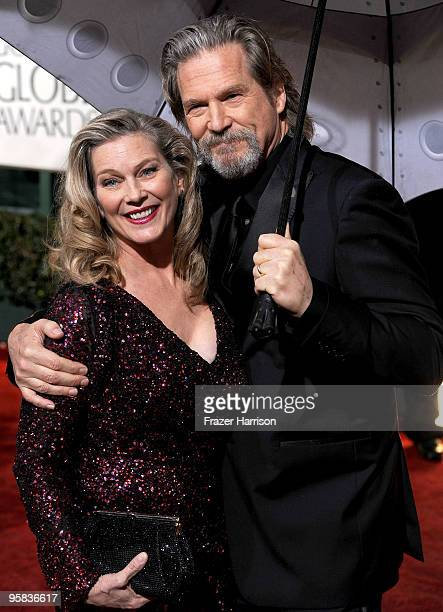 Susan Geston and actor Jeff Bridges arrive at the 67th Annual Golden Globe Awards held at The Beverly Hilton Hotel on January 17 2010 in Beverly...