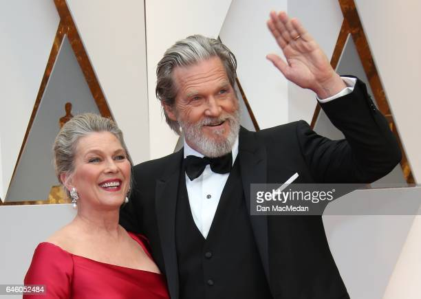 Susan Geston and actor Jeff Bridges arrive at the 89th Annual Academy Awards at Hollywood Highland Center on February 26 2017 in Hollywood California