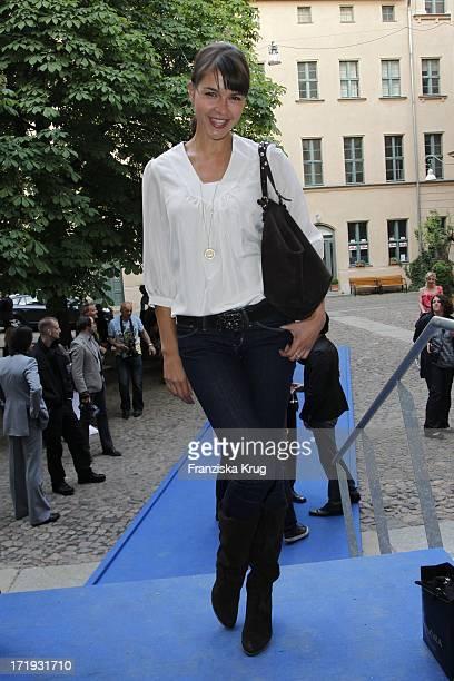Susan Hoecke Bei Der Vernissage Night Of The Heart In Der Galerie Morgen In Berlin Am