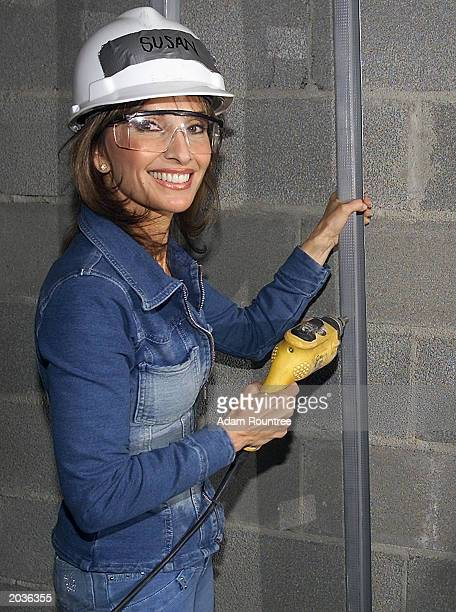 Susan Lucci and cast members from the daytime TV drama All My Children volunteer to build a Habitat for Humanity house May 28 2003 in Bronx...