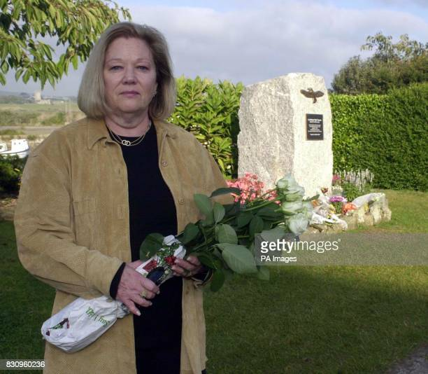 Susan Rescorla widow of Rick Rescorla who died in the terrorist attack on the World Trade Centre on September 11 lays white roses at a memorial to...