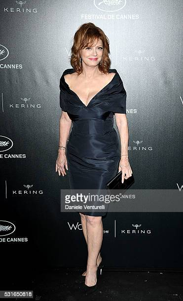 Susan Sarandon attends the Kering And Cannes Film Festival Official Dinner at Place de la Castre on May 15 2016 in Cannes France